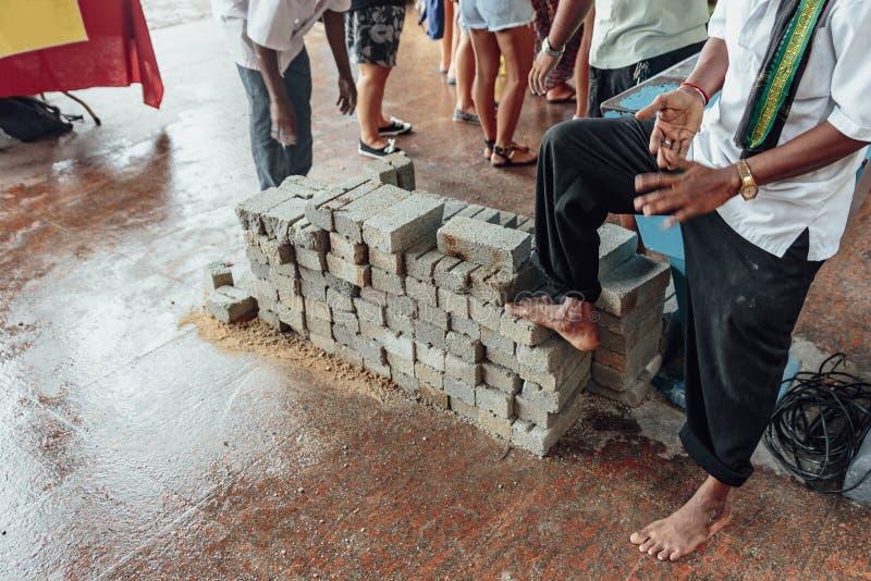 Il blocco in calcestruzzo affinchè i turisti porti a Batu scava vicino a Kuala Lumpur, Malesia fotografie stock