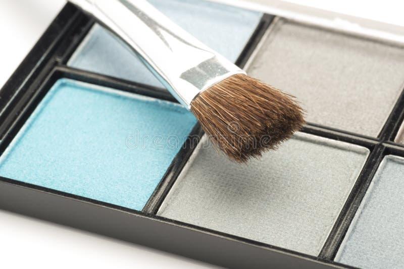 Il blu e l'occhio grigio compongono con una spazzola fotografia stock