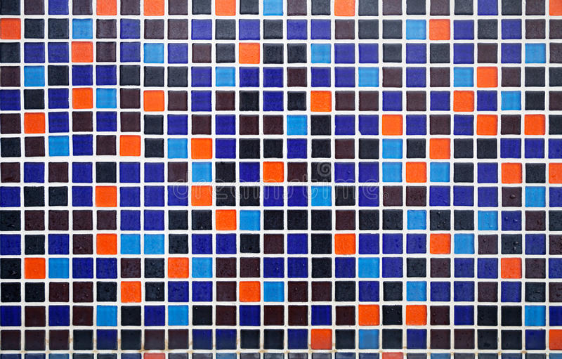 Il blu ed il pavimento piastrellato arancio con le gocce di acqua modellano il fondo fotografia stock libera da diritti