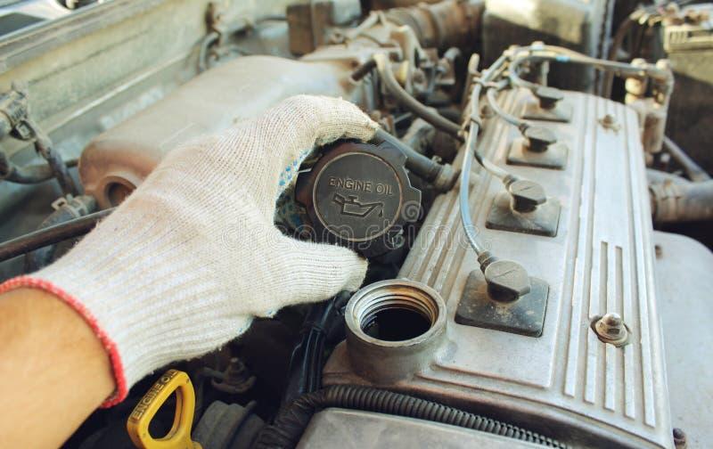 Il bocchettone dell'olio della copertura dell'automobile immagine stock libera da diritti