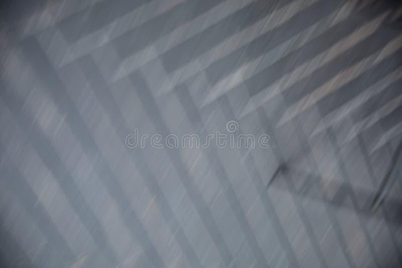 Il bokeh bianco e grigio astratto accende il fondo con le luci offuscanti fotografia stock