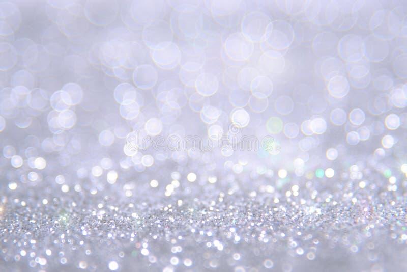 Il bokeh d'argento e bianco accende defocused sottragga la priorità bassa fotografia stock
