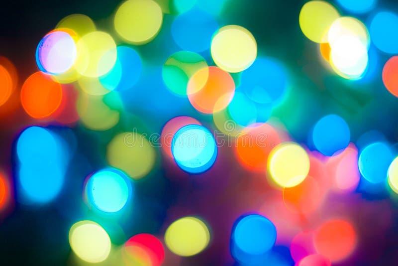 Il bokeh multicolore astratto Defocused accende il fondo Colori blu, porpora, verdi, arancio - concetto del nuovo anno e di natal immagine stock libera da diritti
