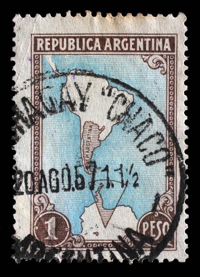 Il bollo stampato in Argentina mostra la mappa dell'Argentina e dei territori antartici immagine stock