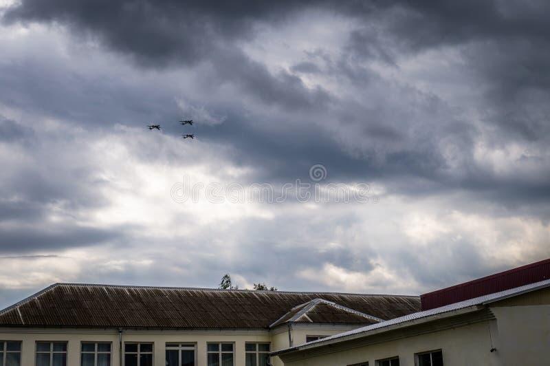 Il bombardiere russo TU-160 durante il volo di addestramento con il rifornimento di carburante nell'aria in Russia centrale fotografia stock libera da diritti