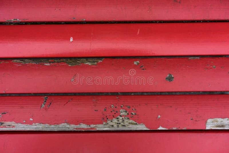 Il bordo rosso d'annata dal banco con pittura ha scheggiato fuori fotografia stock libera da diritti