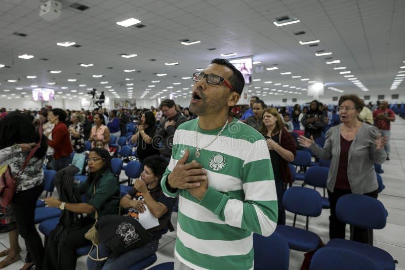 Il Brasile - San Paolo - La Igreja Mundial fanno Poder de Deus - funzione quotidiana fotografia stock
