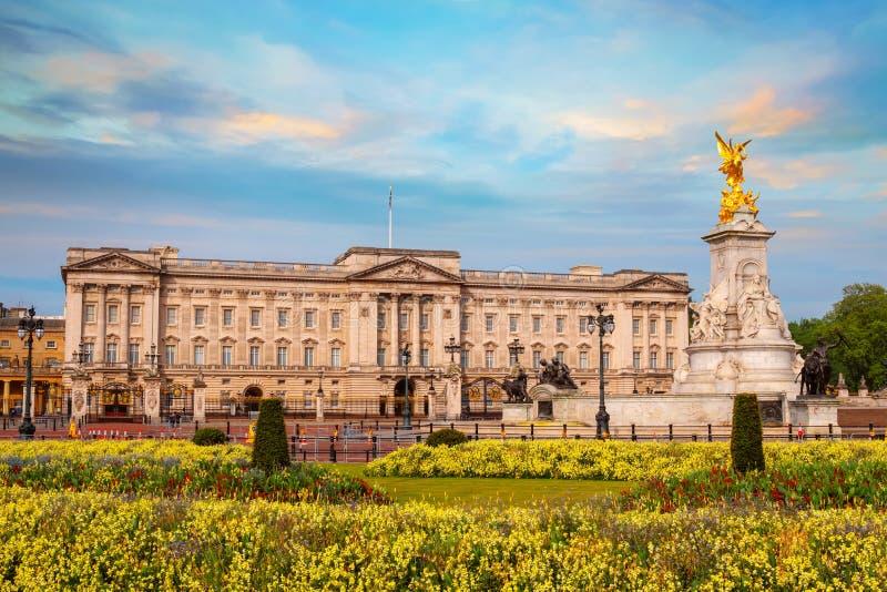 Il Buckingham Palace è Londra, Regno Unito immagini stock libere da diritti