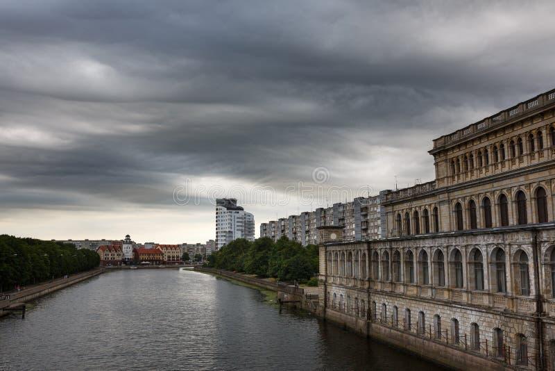 Il buio si appanna il asperatus sopra Kaliningrad fotografia stock libera da diritti