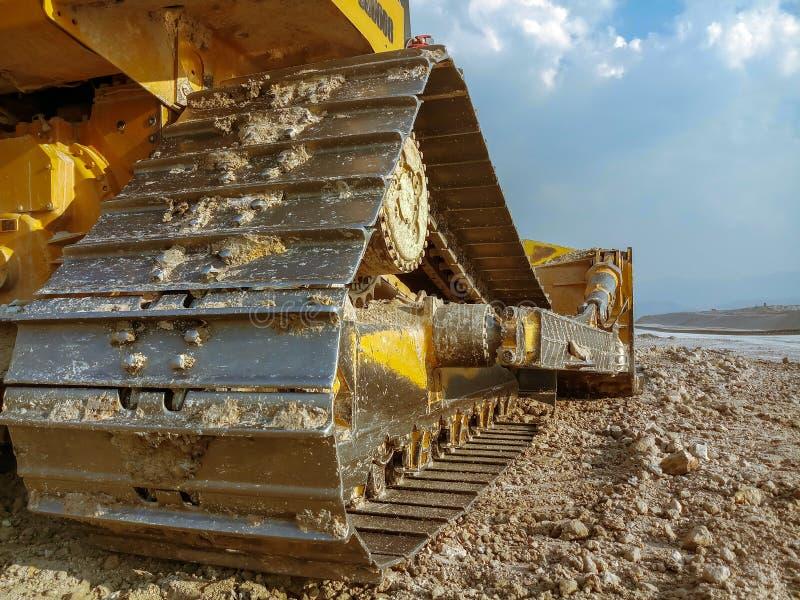 Il bulldozer, bulldozer sta funzionando nel sito della miniera immagine stock