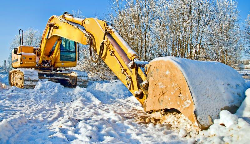 Il bulldozer voluminoso, lavoro si è arrestato per l'inverno fotografie stock