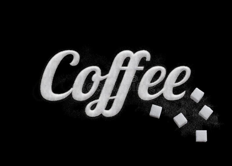 Il caffè di parola scritto dai grani dello zucchero fotografia stock