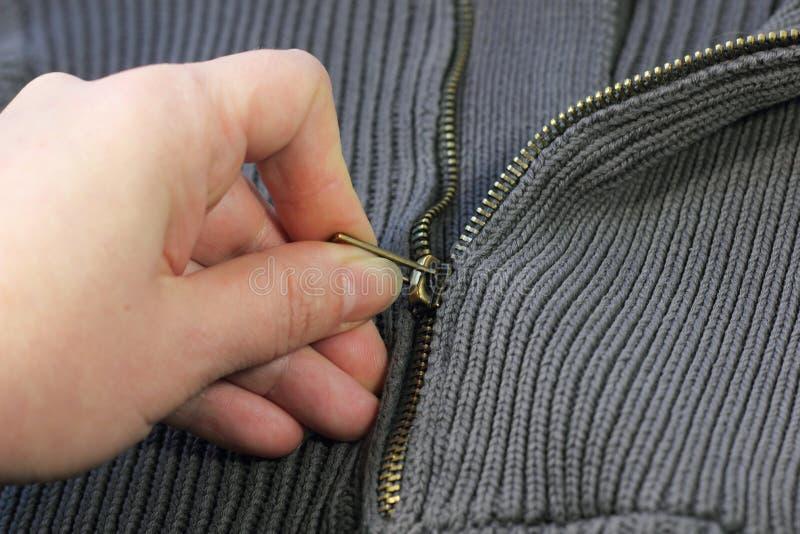 Il caldi tricottano il maglione fotografie stock