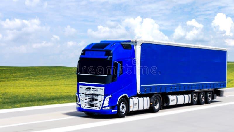 Il camion blu sulla strada fotografia stock libera da diritti