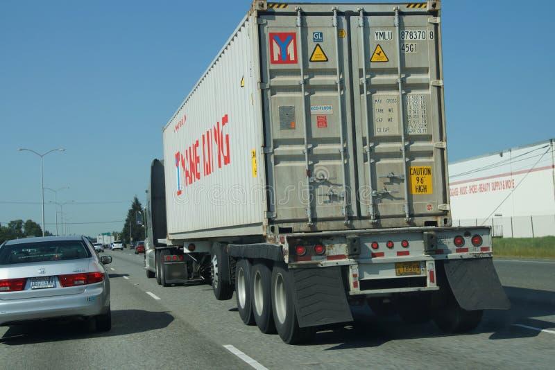 Download Il Camion Si Muove Con Traffico Fotografia Editoriale - Immagine di washington, freeway: 55350561