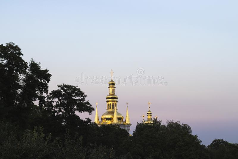Il campanile della natività del vergine a Kiev immagine stock