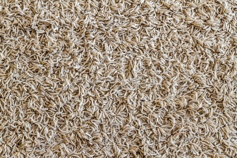 Il campione irsuto giallo-chiaro del tappeto, un primo piano ha sparato del backgro della coperta immagini stock libere da diritti