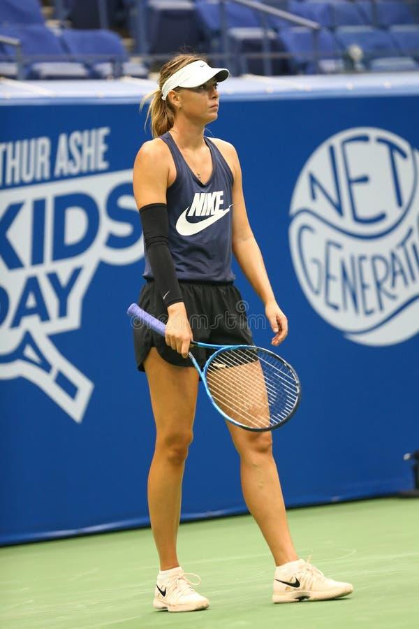 Il campione Maria Sharapova del Grande Slam di cinque volte di Federazione Russa pratica per l'US Open 2017 immagine stock libera da diritti