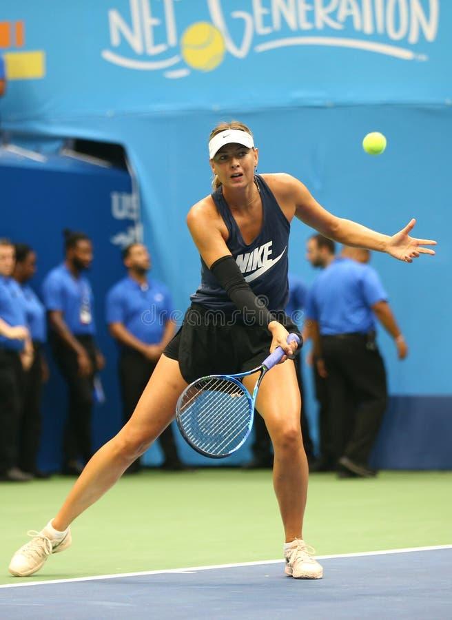 Il campione Maria Sharapova del Grande Slam di cinque volte di Federazione Russa pratica per l'US Open 2017 fotografia stock
