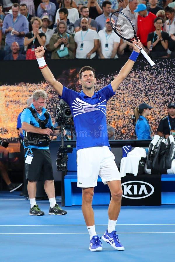 il campione Novak Djokovic di Grand Slam di 14 volte della Serbia celebra la vittoria dopo la sua partita di semifinale all'Austr immagini stock libere da diritti