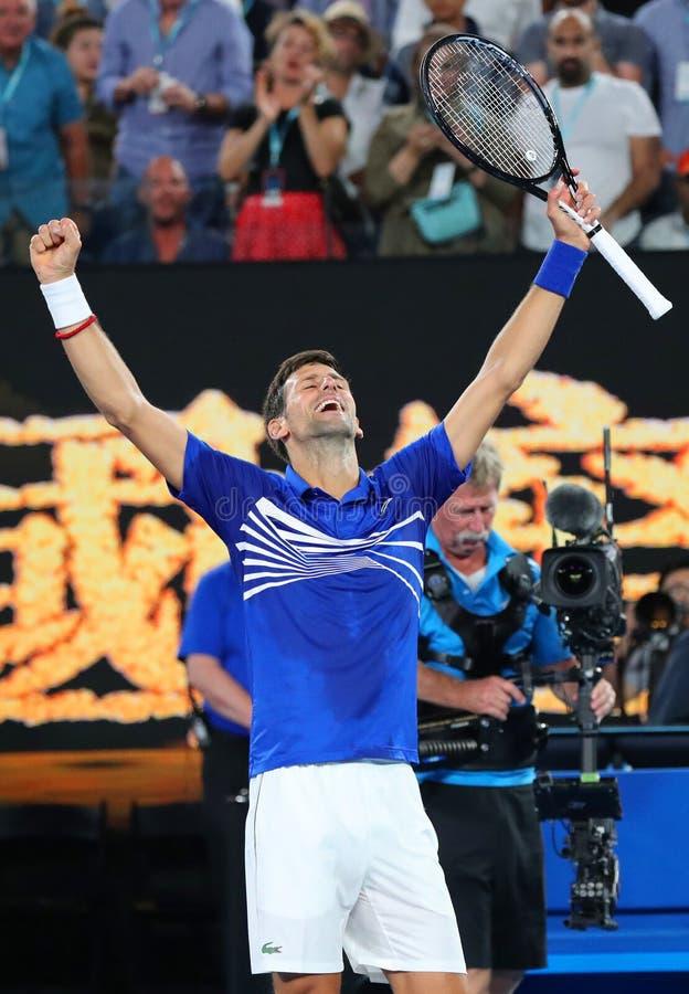 il campione Novak Djokovic di Grand Slam di 14 volte della Serbia celebra la vittoria dopo la sua partita di semifinale all'Austr fotografia stock libera da diritti