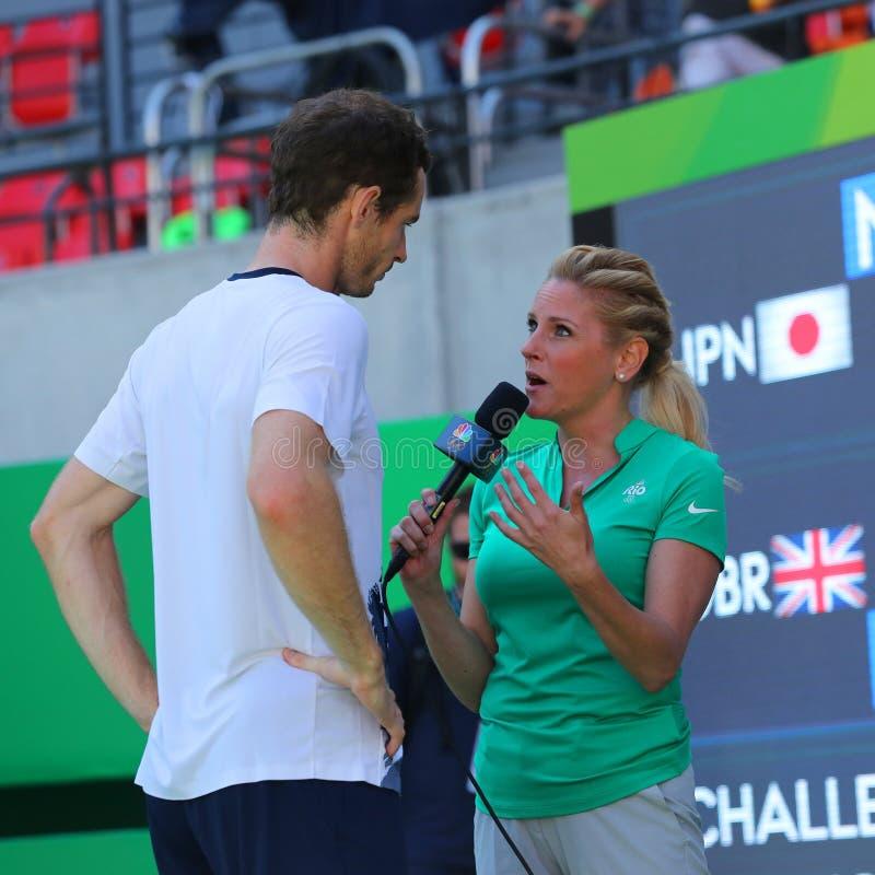 Il campione olimpico Andy Murray della Gran Bretagna durante l'intervista della TV dopo il ` s degli uomini sceglie il semifinale fotografie stock libere da diritti