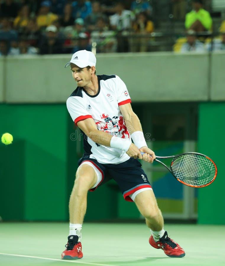 Il campione olimpico Andy Murray della Gran Bretagna nell'azione durante gli uomini sceglie il finale di Rio 2016 fotografia stock libera da diritti