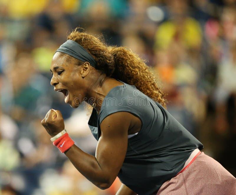Il campione Serena Williams del Grande Slam di sedici volte durante i suoi primi doppi del giro abbina all'US Open 2013 fotografia stock