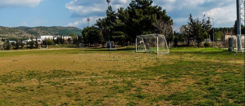 Il campo di football americano propably ha usato per prepararsi fotografie stock