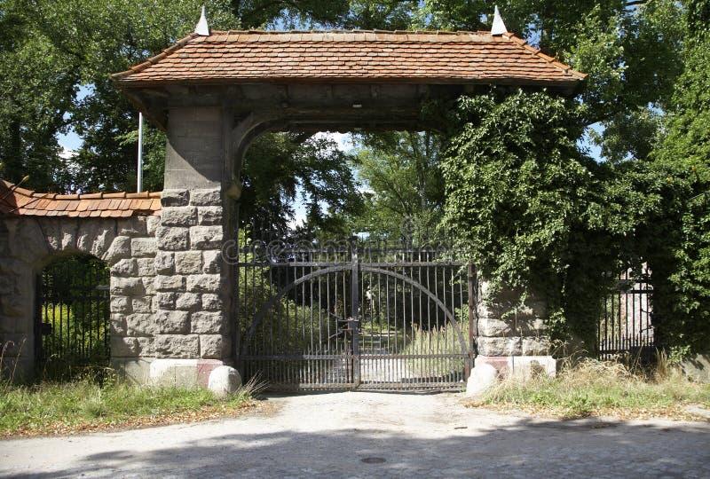 Il cancello chiuso fotografia stock