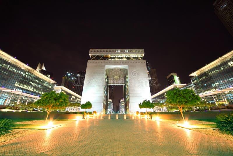 Il cancello - costruzione principale del centro finanziario della Doubai fotografie stock libere da diritti