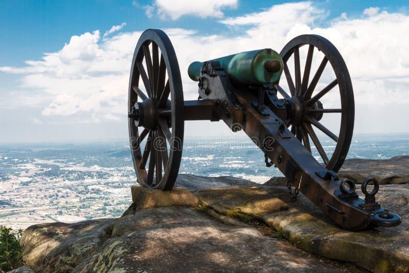 Il cannone di era della guerra civile in cima alla montagna dell'allerta, trascura Chattanoog fotografie stock libere da diritti