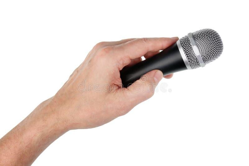 Il cantante maschio anziano tiene il microfono dinamic vocale d'argento nella h immagini stock libere da diritti