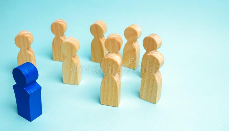 Il capo comunica con il gruppo e dà istruzioni Regolazione di scopo e di pianificazione aziendale teamwork Team Spirit umano fotografie stock