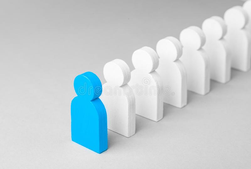 Il capo di concetto del gruppo di affari indica la direzione del movimento verso lo scopo immagine stock libera da diritti