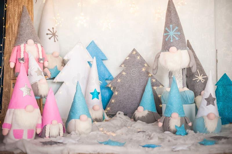 Il Capodanno Tessile si profila come un contesto di chiusura Gnomes per Christmastime e spazio di copia immagine stock libera da diritti