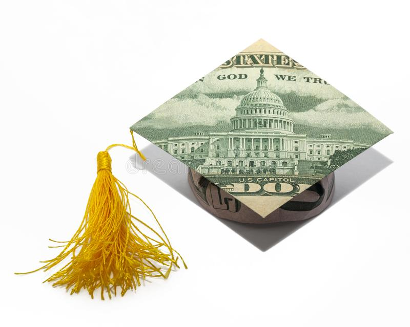 Il CAPPUCCIO di graduazione di origami dei soldi ha piegato con i 50 dollari reali di Bill Isolated fotografia stock