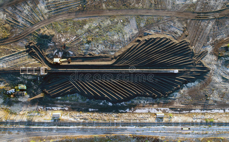 Il carbone fornisce la centrale elettrica fotografia stock libera da diritti