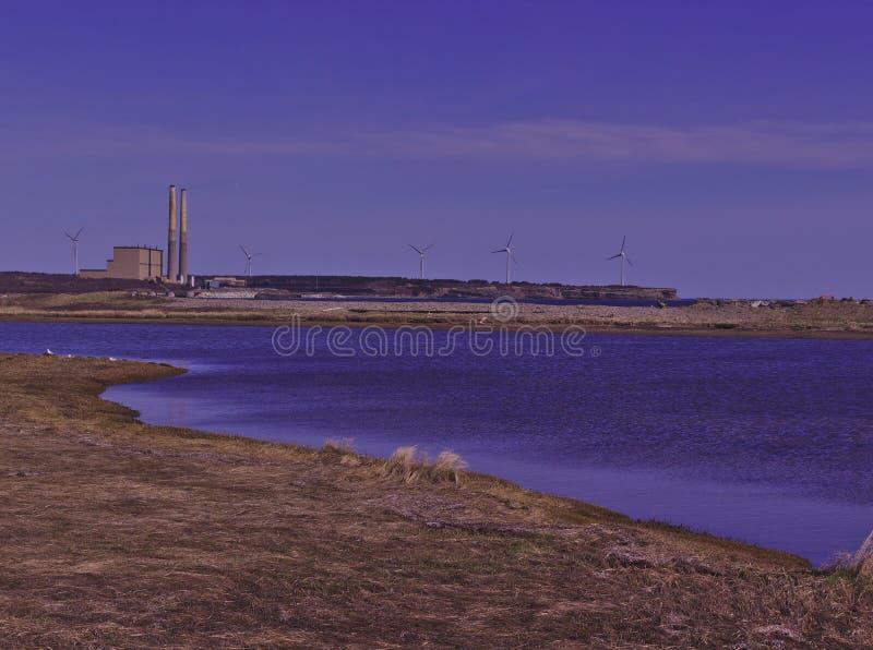 Il carbone ha infornato la centrale elettrica & i generatori eolici 3475 immagine stock