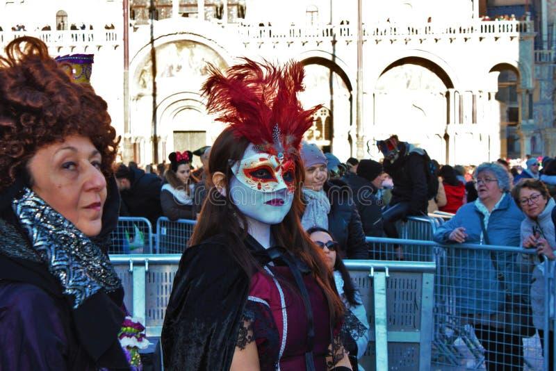 Il carnevale di Venezia, ritratto di una maschera, durante il carnevale veneziano nell'intera città là è maschere meravigliose fotografia stock