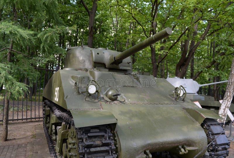 """Il carro armato americano medio M4A2 """"Sherman """"durante la seconda guerra mondiale con collina di Poklonnaya a Mosca fotografia stock libera da diritti"""