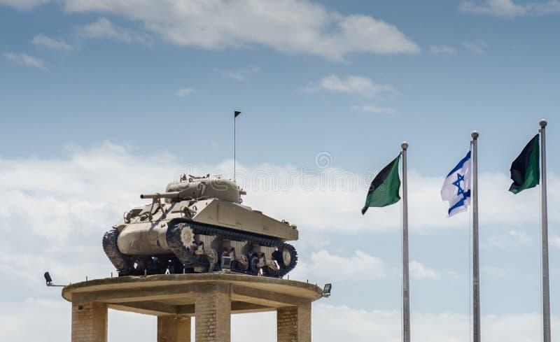 Il carro armato sulla torre al museo corazzato del corpo di Latrun immagini stock libere da diritti