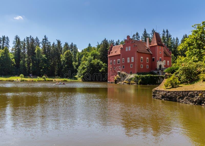 Il castello/castello rossi Cervena Lhota immagine stock libera da diritti