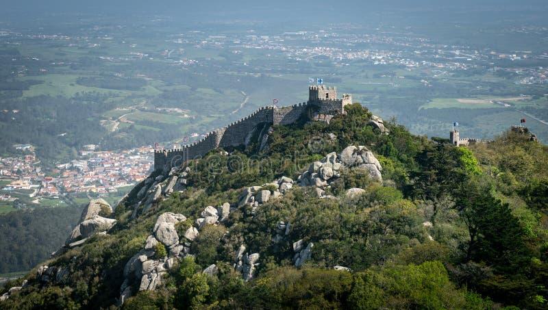 Il castello del attracca o il DOS Mouros di Castelo è castello medievale tramite Moors in Sintra, Portogallo immagine stock