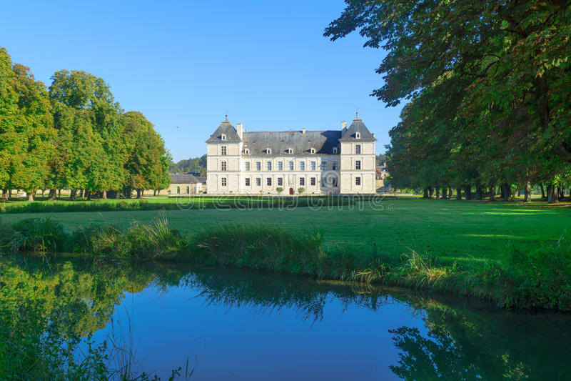 Il castello del castello del Ancy-le-franco immagini stock libere da diritti