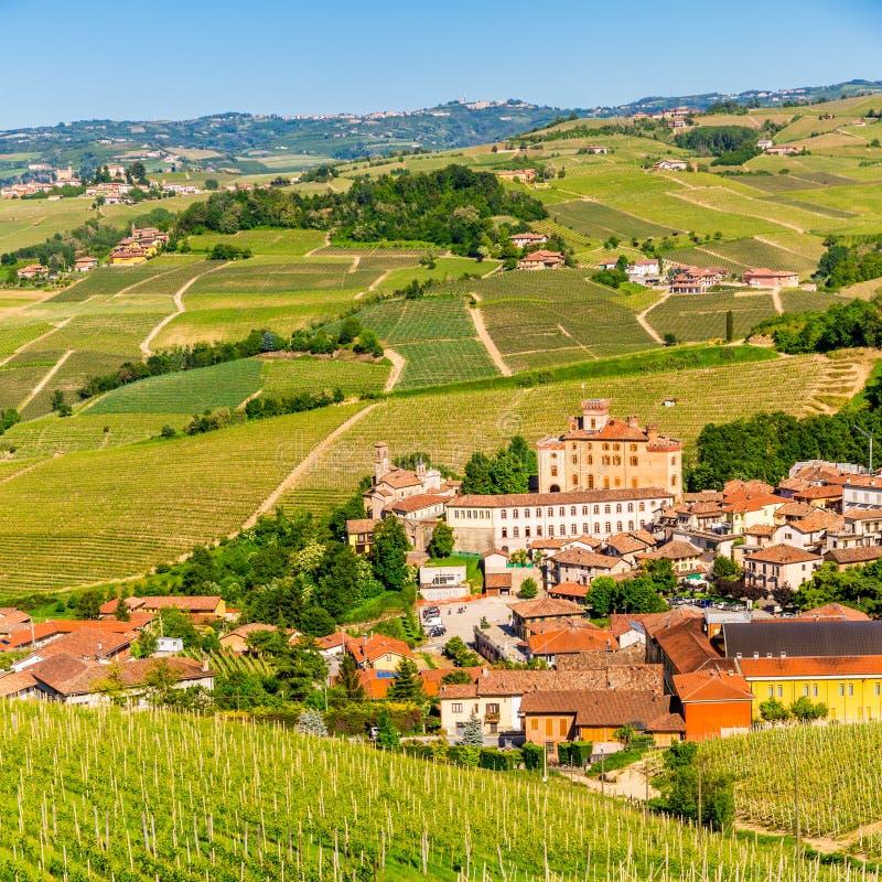 Il castello di Barolo in Piemonte, Italia fotografia stock