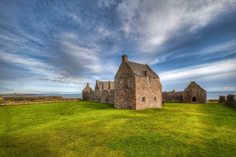 Il castello di Dunnottar in Scozia Vicino ad Aberdeen - Regno Unito fotografia stock libera da diritti