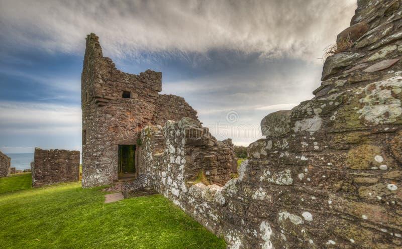 Il castello di Dunnottar in Scozia Vicino ad Aberdeen - Regno Unito immagini stock libere da diritti