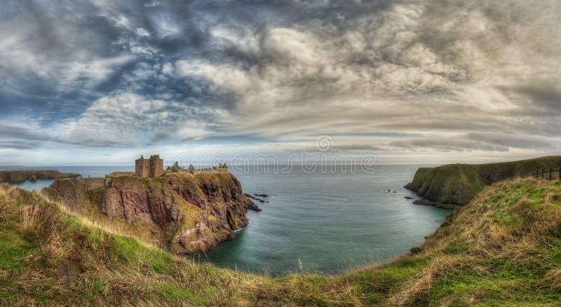 Il castello di Dunnottar in Scozia Vicino ad Aberdeen - Regno Unito immagine stock libera da diritti