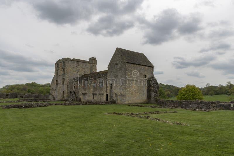 Il castello di Helmsley, Helmsley, North Yorkshire attracca, North Yorkshire, Inghilterra fotografia stock libera da diritti